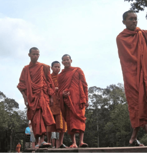 angkor wat cambodia siem reap monks