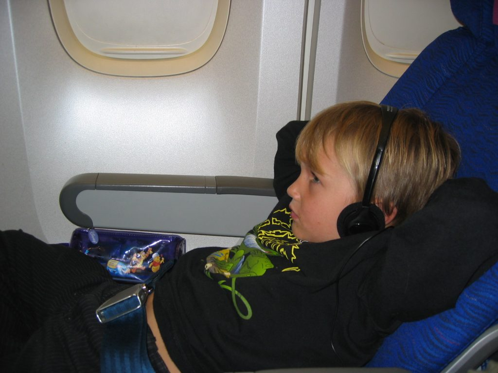travel with kids airplanes