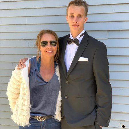 senior year prom with mom