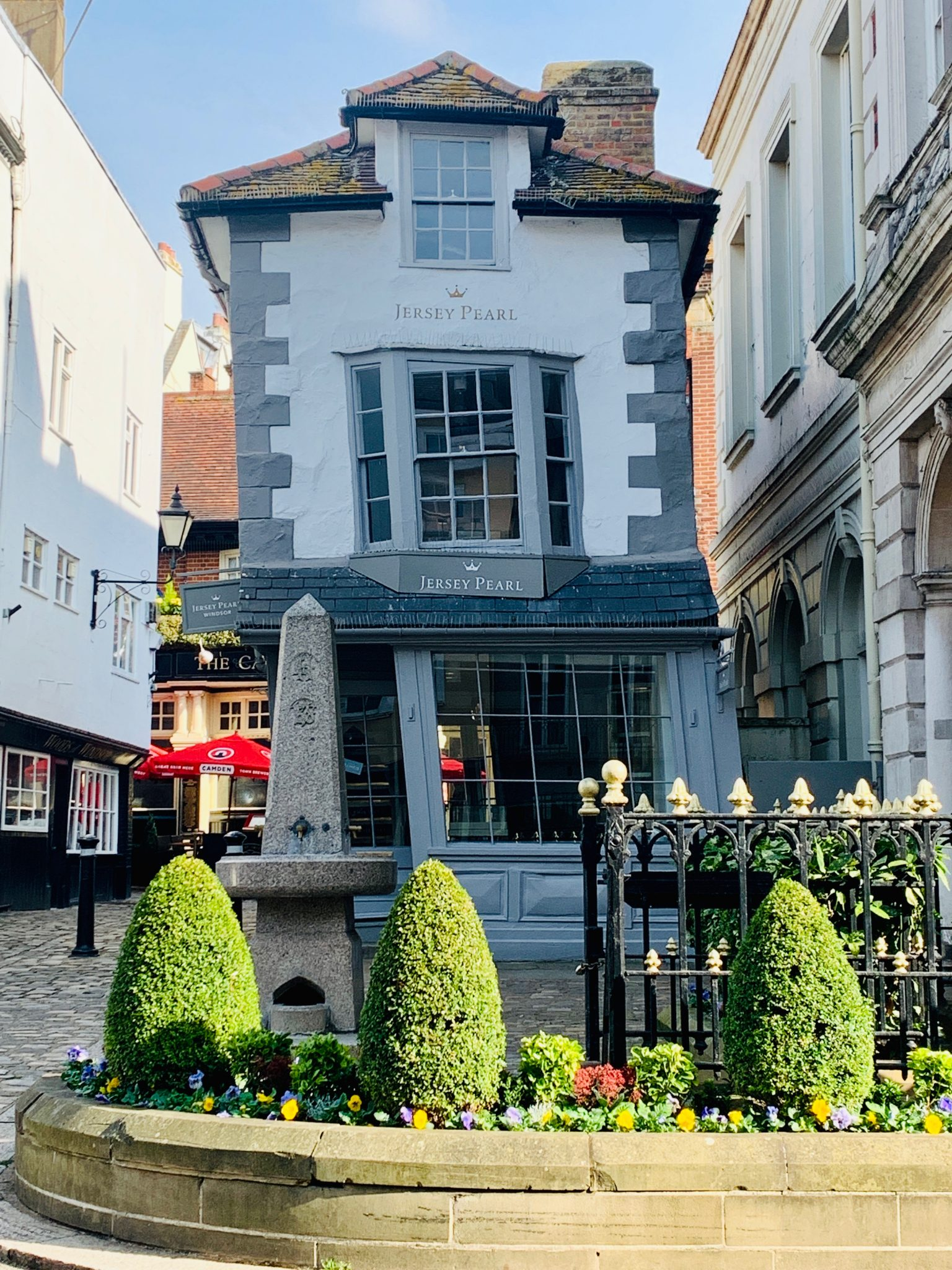 famous crooked house in windsor