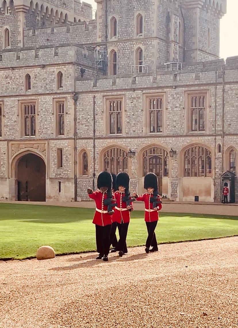 changing the guard at royal residences