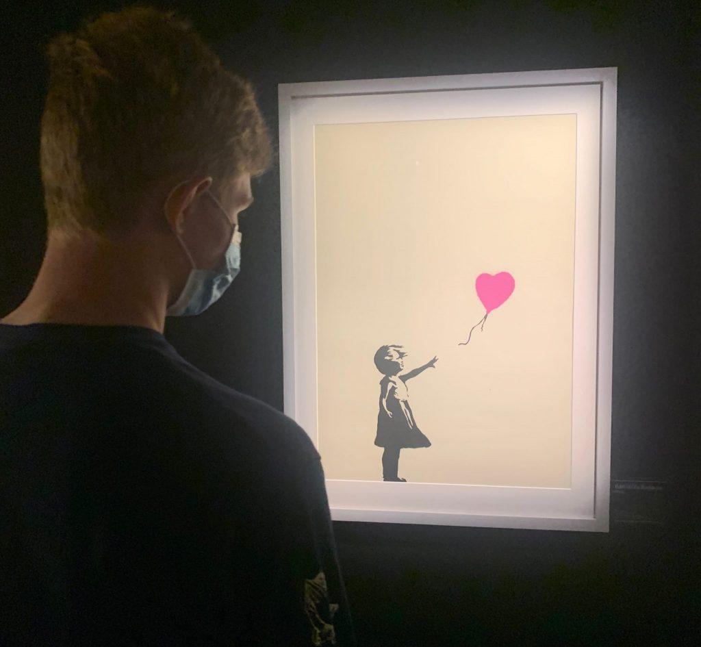 banksy artwork - girl with a ballooe